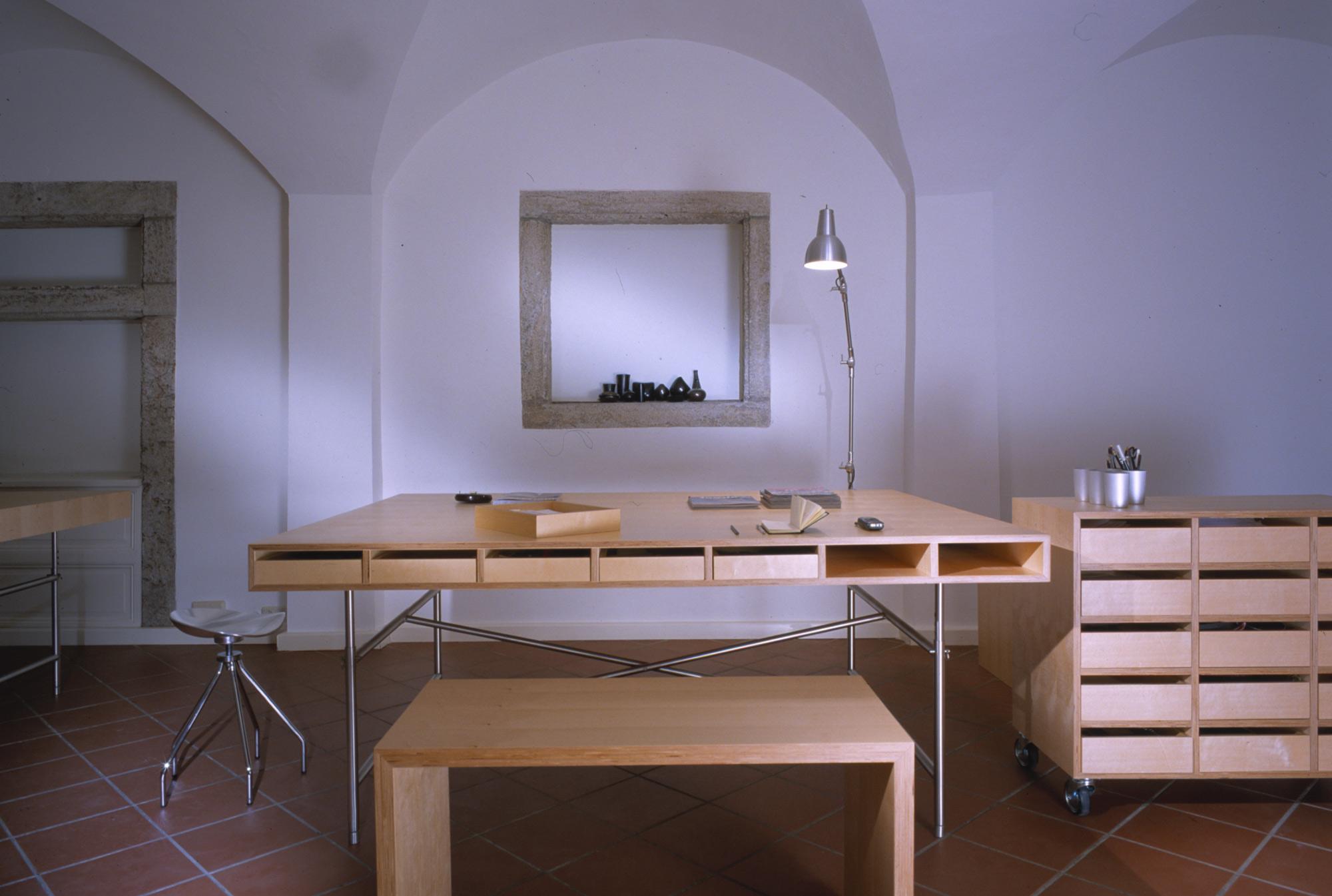 Schreibtisch-Bank-Rollcontainer