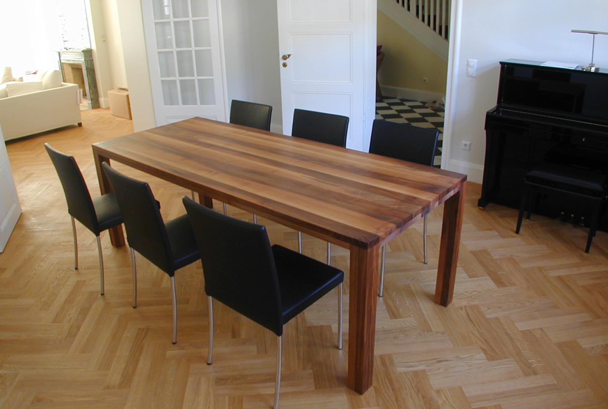Tisch-Nussbaum