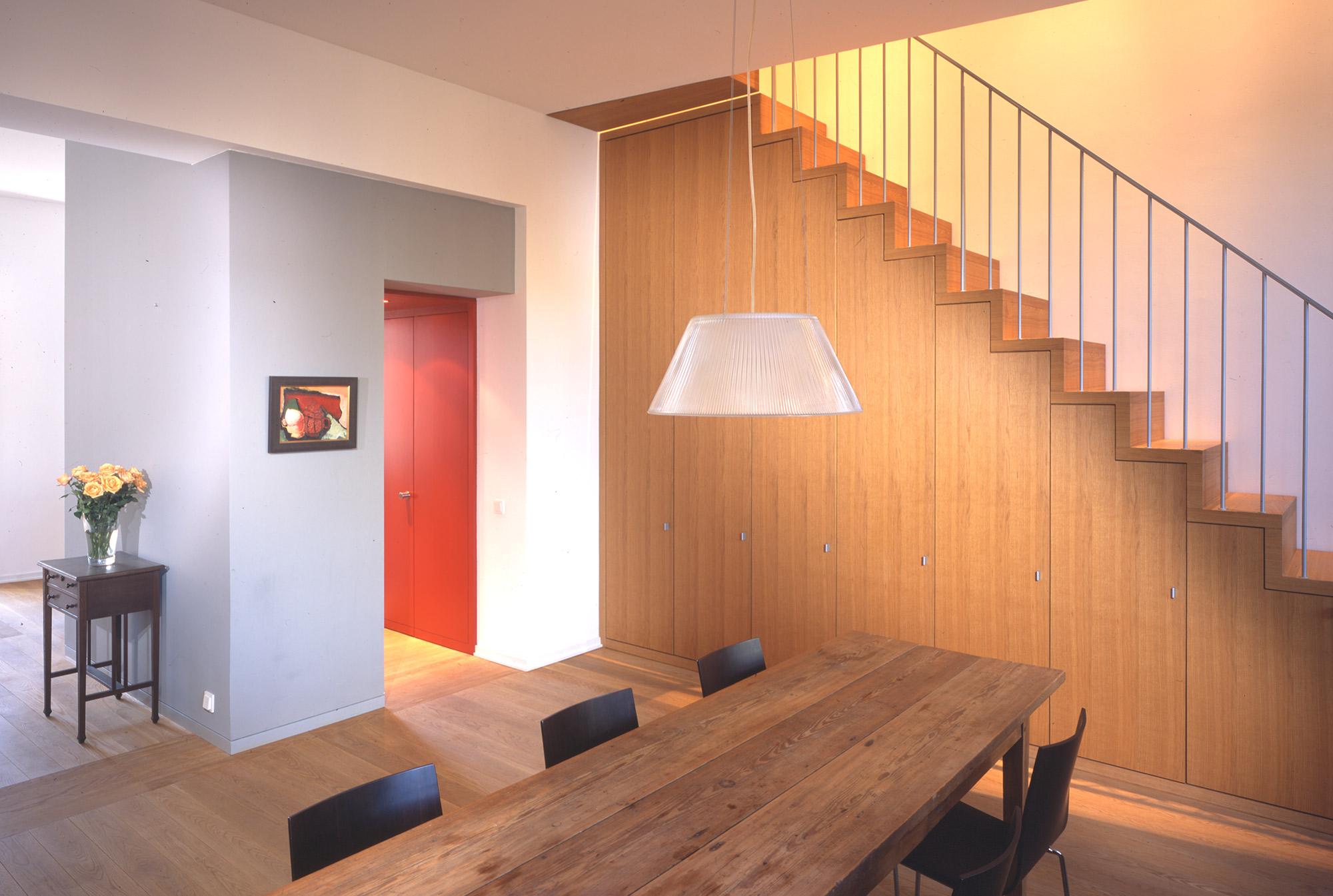 Treppe-&-Schrank